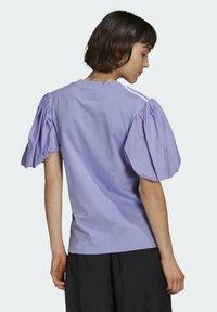 adidas Originals - Print T-shirt - light purple - 1