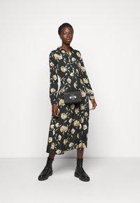 PIECES Tall - PCGYLLIAN MIDI DRESS TALL - Day dress - black/big flower - 1