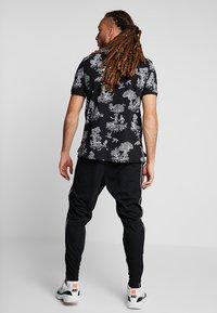Nike Performance - PANT - Træningsbukser - black/white - 2