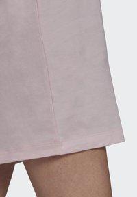 adidas Originals - ORIGINALS TREFOIL MOMENTS DRESS LOOSE - Vestido ligero - pink - 5