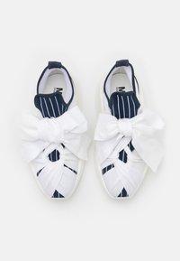 MM6 Maison Margiela - Nazouvací boty - true blue/white - 4