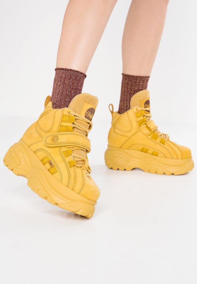 Baskets montantes - beige