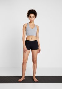 Curare Yogawear - YOGA SHORTS - Leggings - black - 1