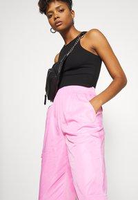 Tiger Mist - FLOSS PANT - Kalhoty - pink - 3