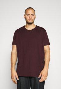 Burton Menswear London - SHORT SLEEVE CREW 3 PACK - T-shirt basic - indigo/burgundy - 4