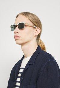 Salvatore Ferragamo - UNISEX - Okulary przeciwsłoneczne - white/gold-coloured - 0