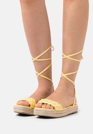 ANASTASIA - Sandály na platformě - yellow