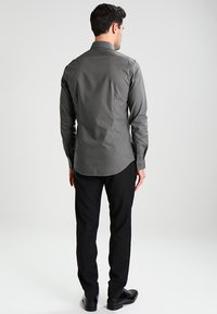 Calvin Klein Tailored - BARI SLIM FIT - Formal shirt - grey - 2