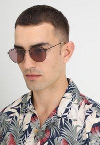 Ray-Ban - ROUND METAL - Okulary przeciwsłoneczne - black - 1