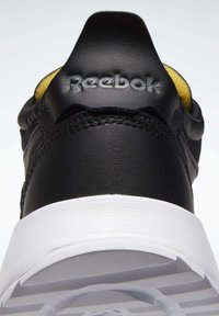 Reebok Classic - CLASSIC LEATHER LEGACY SHOES - Baskets basses - black - 5