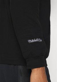 Mitchell & Ness - NBA CHICAGO BULLS ARCH LOGO HOODY - Klubbkläder - black - 5