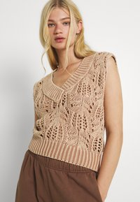 Free People - POINTELLE VEST - Sweter - soft earth - 3
