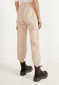Bershka - Trousers - mottled beige - 2