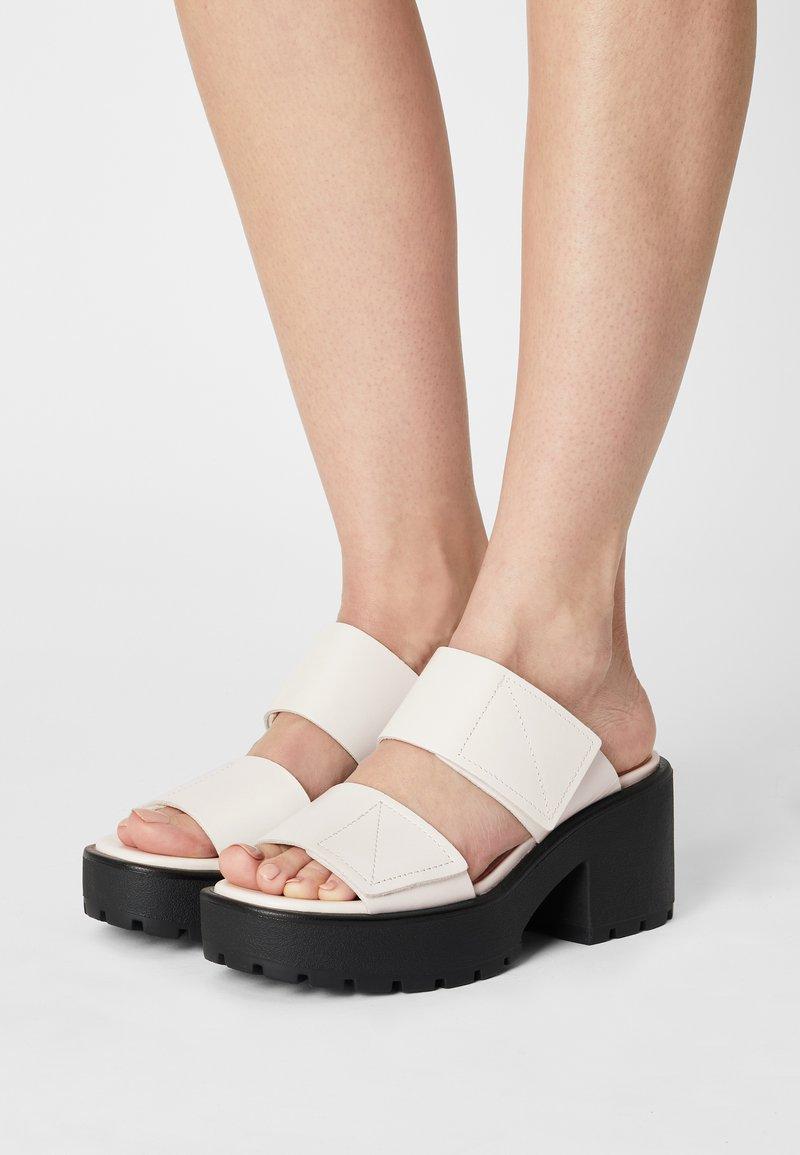 Vagabond - DIOON - Pantofle na podpatku - white