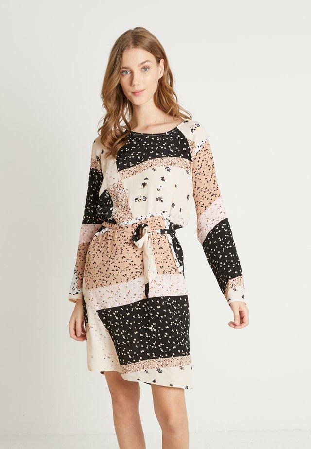 IHDAPHNIE - Denní šaty - natural