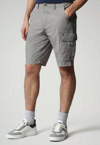 Napapijri - NOTO - Shorts - medium grey solid - 0