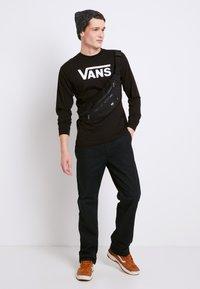 Vans - CLASSIC FIT - Bluzka z długim rękawem - black/white - 1