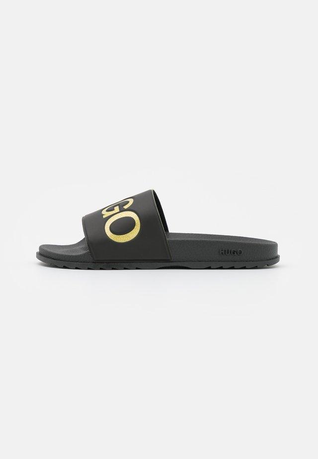 MATCH SLID - Pantofle - black/gold