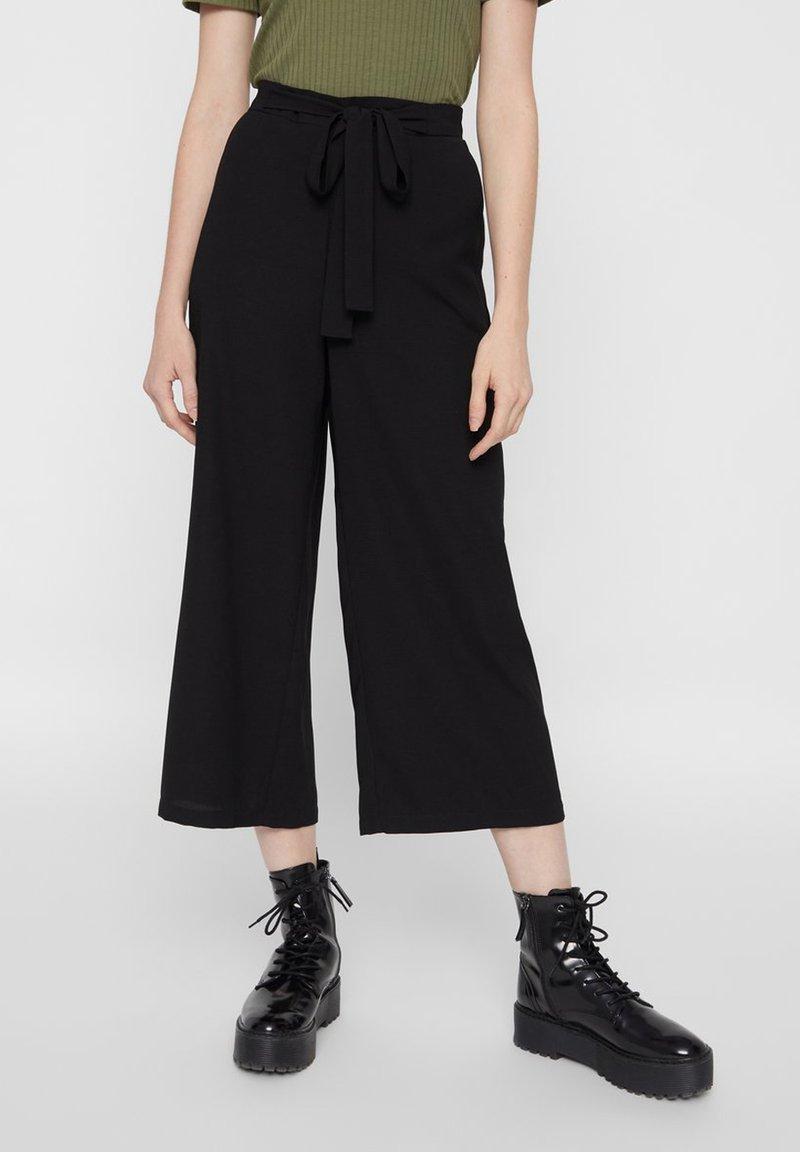 Pieces - CULOTTES BINDEGÜRTEL - Trousers - black
