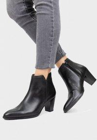 Eva Lopez - Classic ankle boots - black - 0