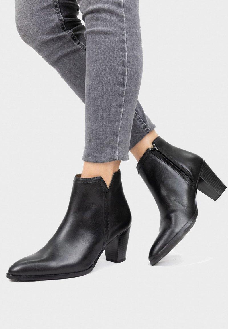 Eva Lopez - Classic ankle boots - black