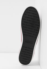 Tommy Jeans - ESSENTIAL SLIP ON SNEAKER - Slip-ons - white - 6