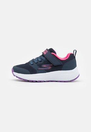 GO RUN CONSISTENT VIBRANT DASH UNISEX - Obuwie do biegania treningowe - navy/pink