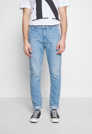 SLIM TAPER - Jeans Tapered Fit - light blue