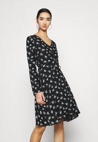Pieces - PCSILJY DRESS - Day dress - black - 0