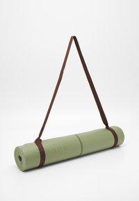 Bahe - ESSENTIAL MAT ALIGNMENT 4MM - Fitness / Yoga - olivine - 1