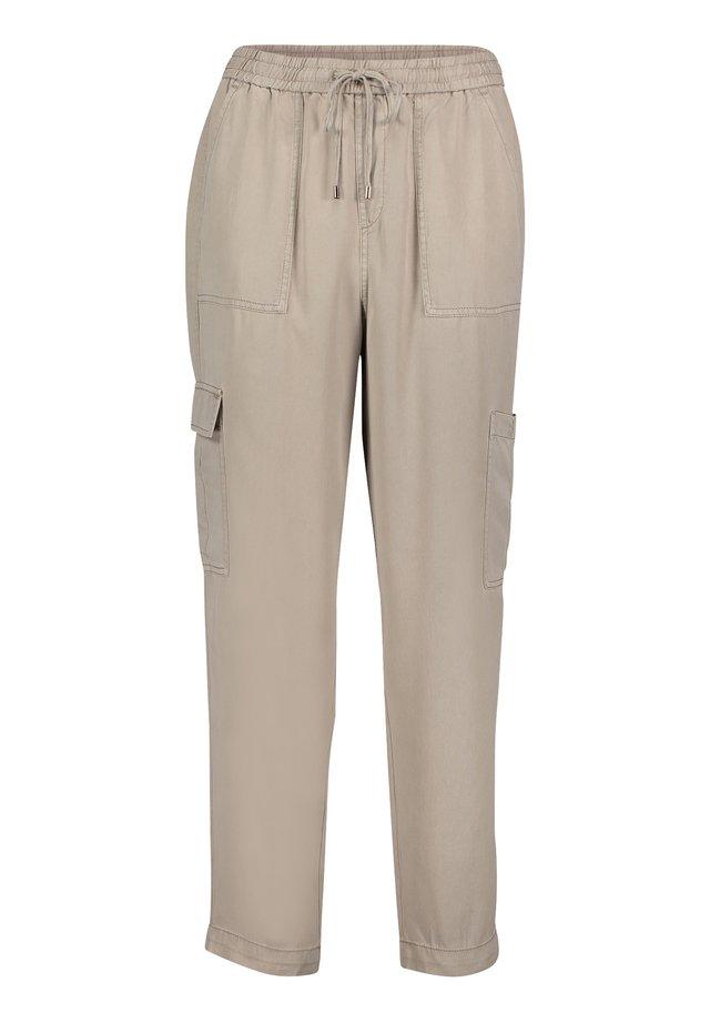 MIT EINGRIFFTASCHEN - Pantalon de survêtement - beige