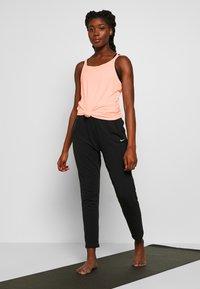 Nike Performance - YOGA STRAPPY TANK - Sportshirt - washed coral - 1