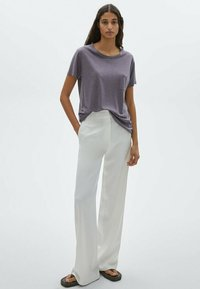 Massimo Dutti - MIT TASCHE - T-shirt imprimé - dark purple - 1