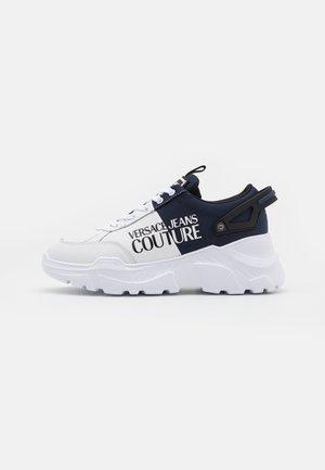 SPEEDTRACK - Sneakersy niskie - bianco/navy