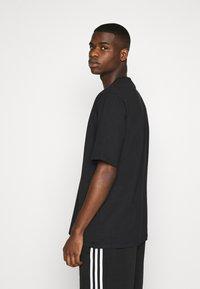adidas Originals - SPORTS INSPIRED LOOSE SHORT SLEEVE TEE - Triko spotiskem - black - 2