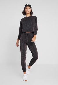 Guess - SHINY ROUNDNECK - Long sleeved top - black/multi - 1