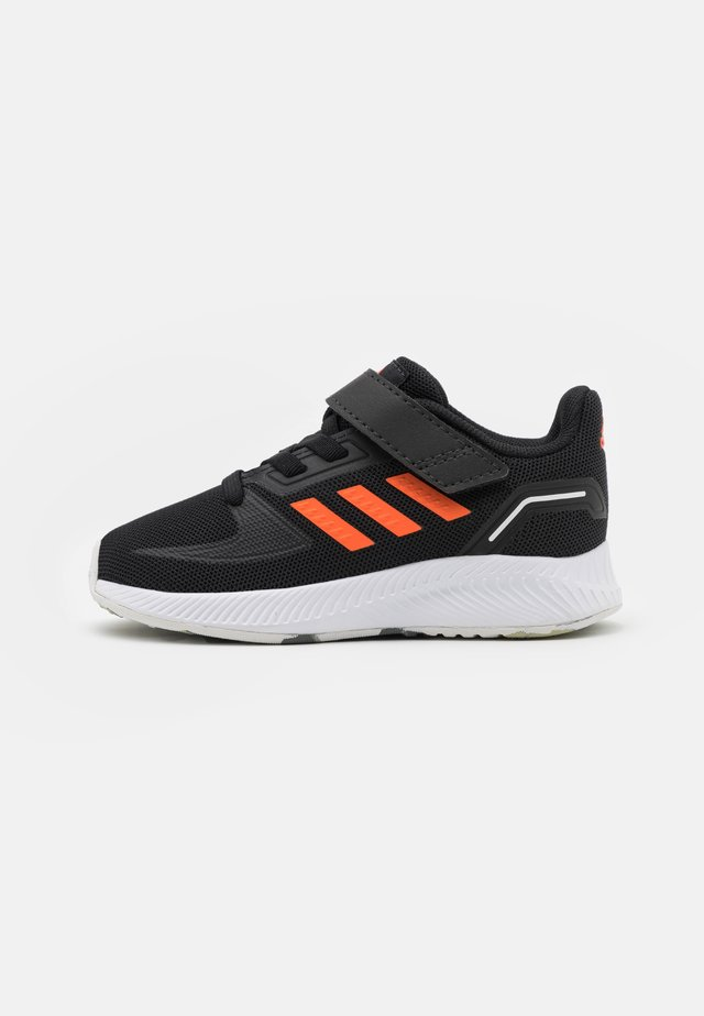 RUNFALCON 2.0 UNISEX - Obuwie do biegania treningowe - core black/true orange/footwear white