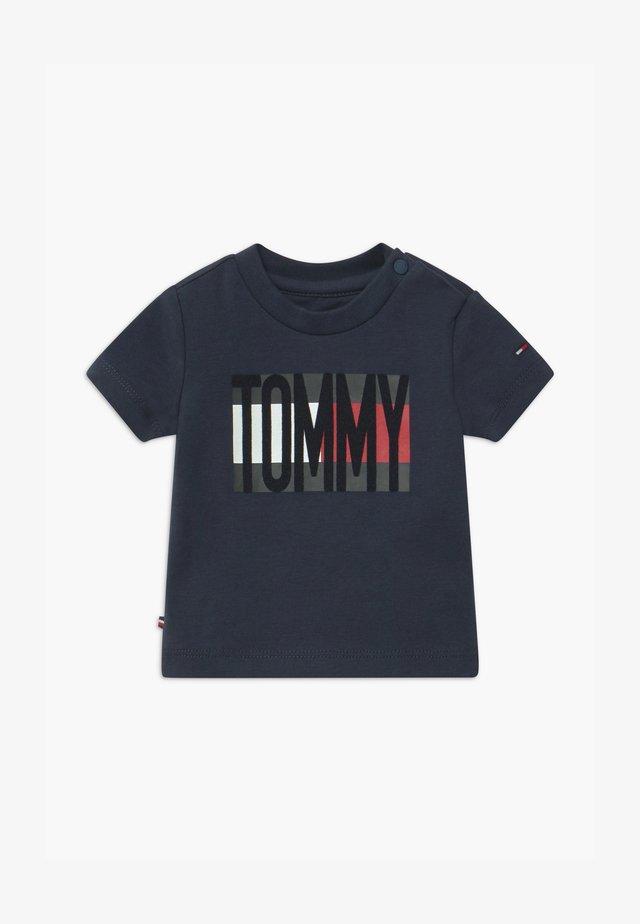 BABY FLAG TEE - T-shirt imprimé - blue