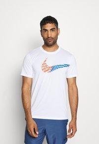Nike Performance - LEG TEE - Print T-shirt - white - 0
