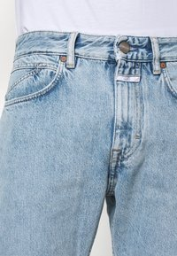 CLOSED - COOPER TAPERED - Jeans Tapered Fit - light blue - 3