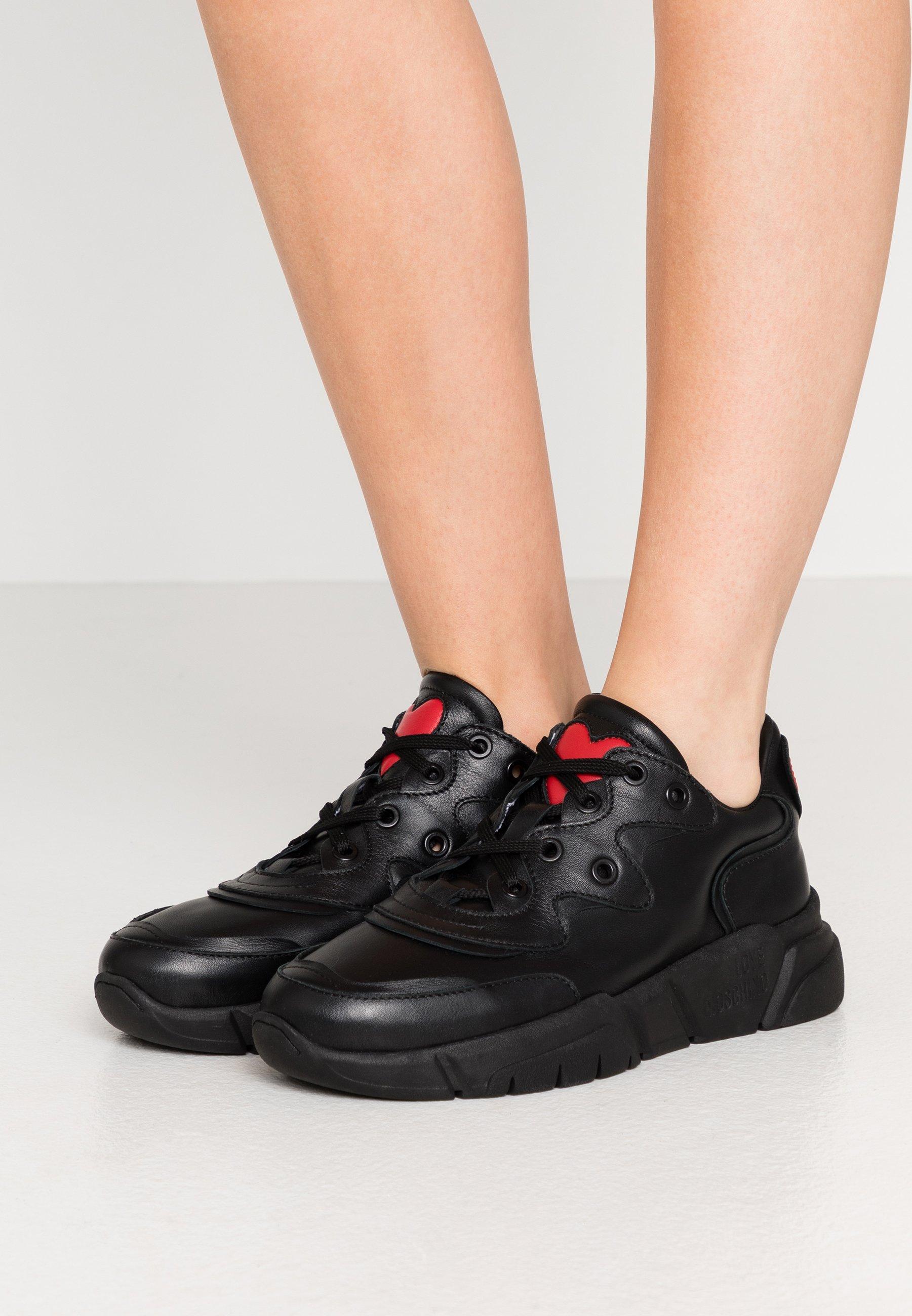 NEW LOVE RUNNING Sneakers black