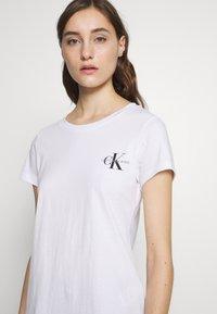 Calvin Klein Jeans - SLIM 2 PACK - Triko spotiskem - bright white - 4