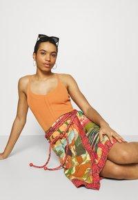 Farm Rio - BEACH DESIRE WRAP SKIRT - Pencil skirt - multi - 3
