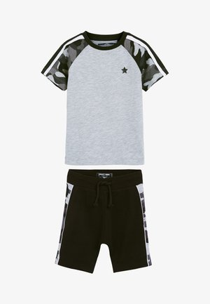 SET - Shorts - black