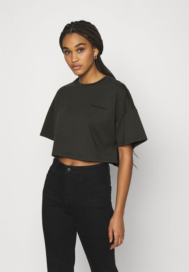 CROPPED OVERSIZED TEE - T-shirt print - black fade