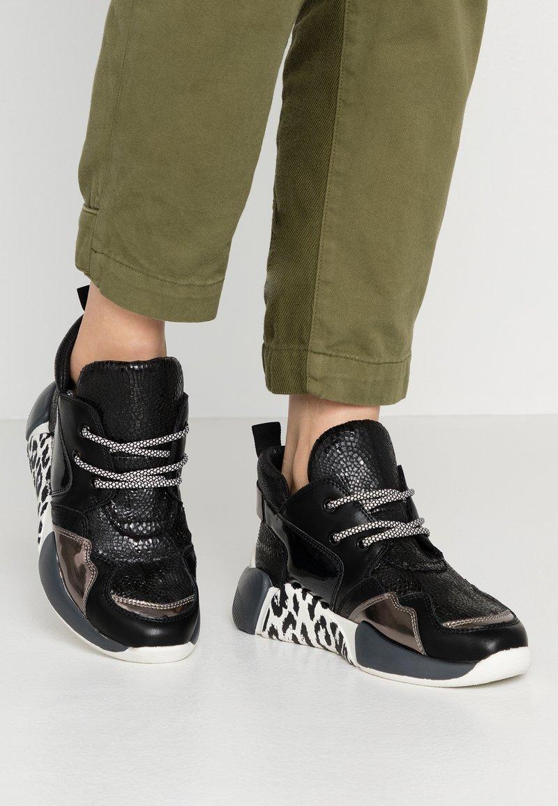 Colors of California - Höga sneakers - black