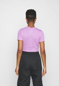 Nike Sportswear - TEE SLIM - Camiseta básica - violet shock - 2