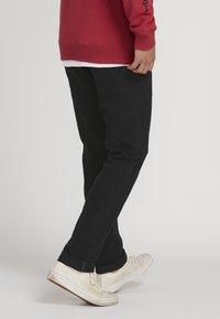 Volcom - VORTA - Straight leg jeans - black - 2