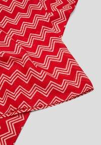 s.Oliver - MIT PRINTMUSTER - Snood - red waves aop - 3