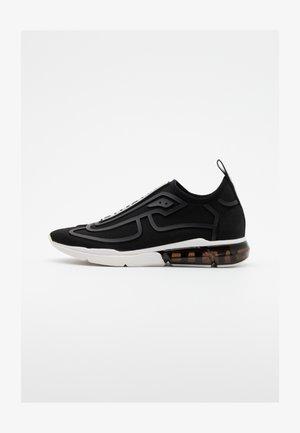NILLI  - Loafers - black/white